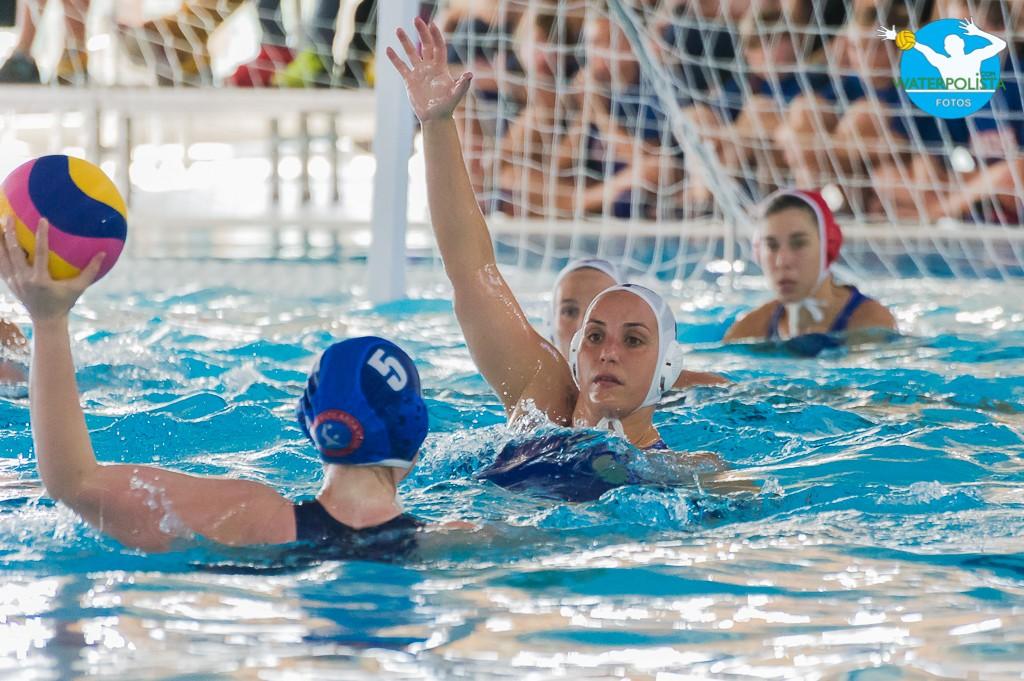 Una jugada del partido entre el equipo griego y el húngaro en El Sorral / ATELIER PHOTO