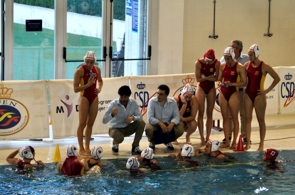 Las chicas de Miki Oca durante el partido de ayer en Manresa / MIKE LENARD