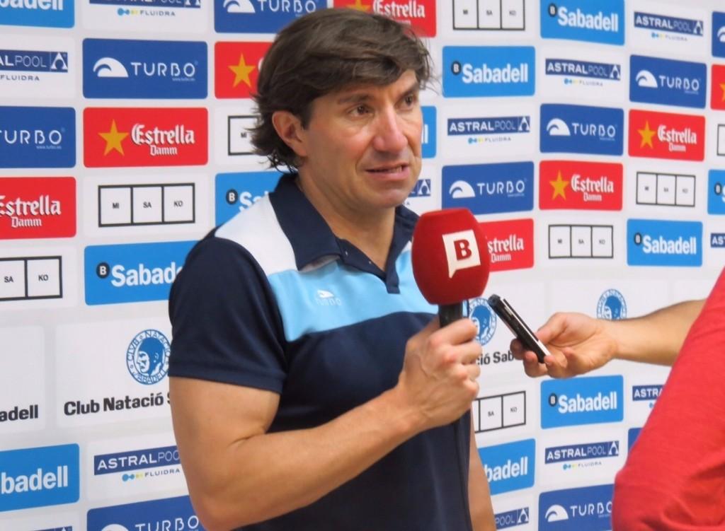 El entrenador del CNSA pasó tras el partido por zona mixta / G.A.