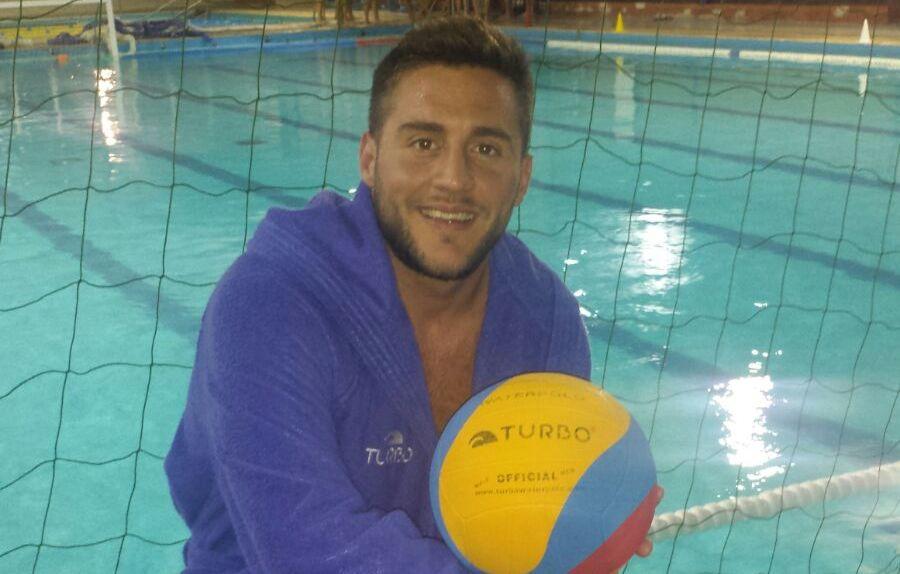 El jugador argentino posó para WATERPOLISTA.com ayer noche en las instalaciones del CNG / E.T.