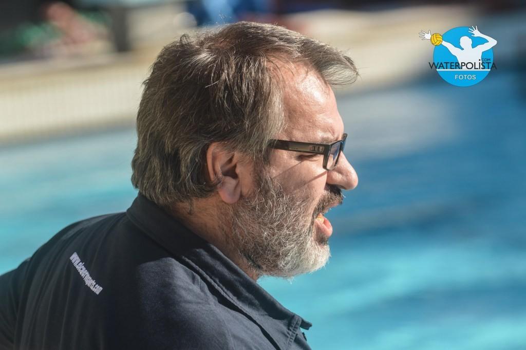 El técnico del Navarra durante un partido de esta temporada / NICOLÁS ARLANZÓN