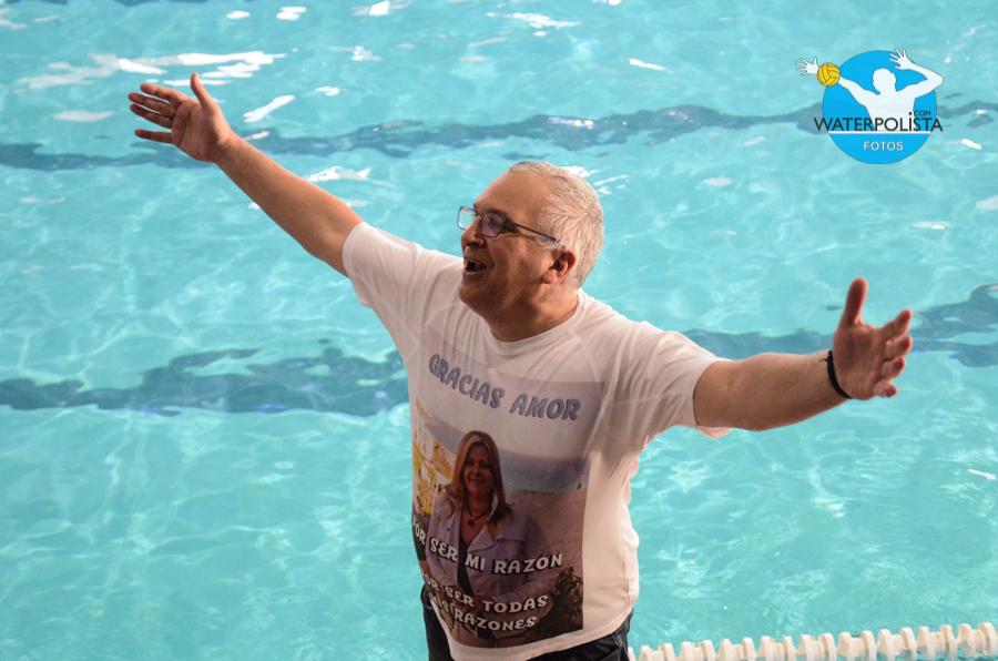 Pablo Quattrocchio posó una camiseta en honora su esposa tras la victoria / NICOLÁS ARLANZÓN