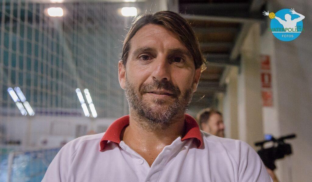 El entrenador del Terrassa, Dídac Cobacho posó para WATERPOLISTA.com / ATELIER PHOTO