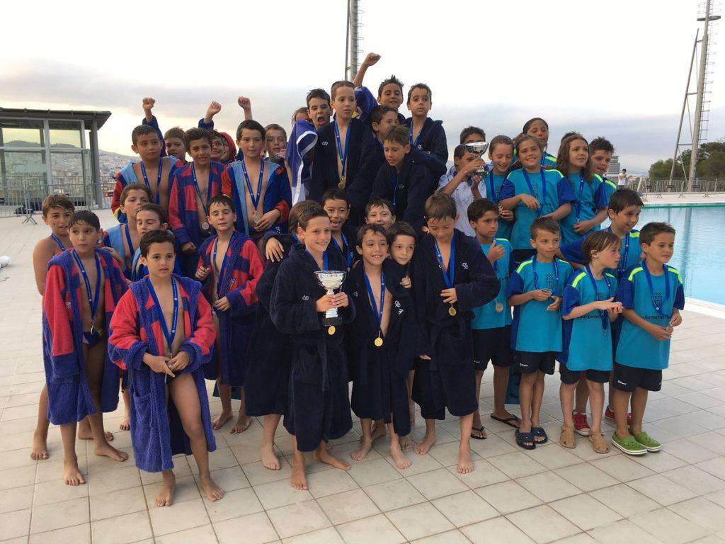 El CN Barcelona consiguió el título de campeón de Catalunya en categorías benjamín y alevín / FCN