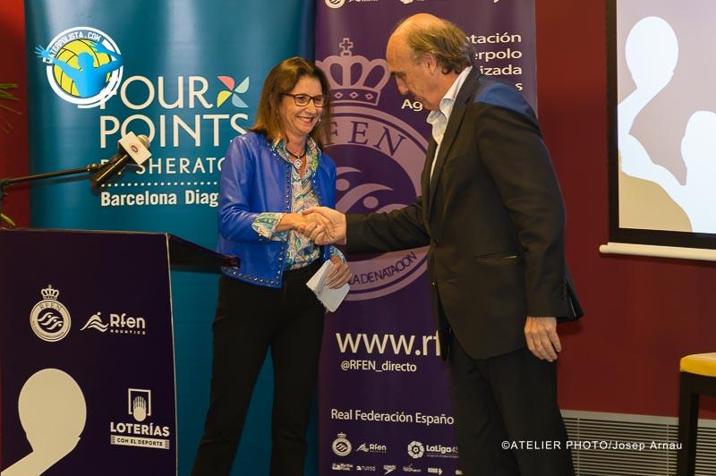 La presidenta de Loterías Apuestas del Estado junto a Pere Robert ayer en la presentación de las Ligas / JOSEP ARNAU (ATELIER PHOTO)