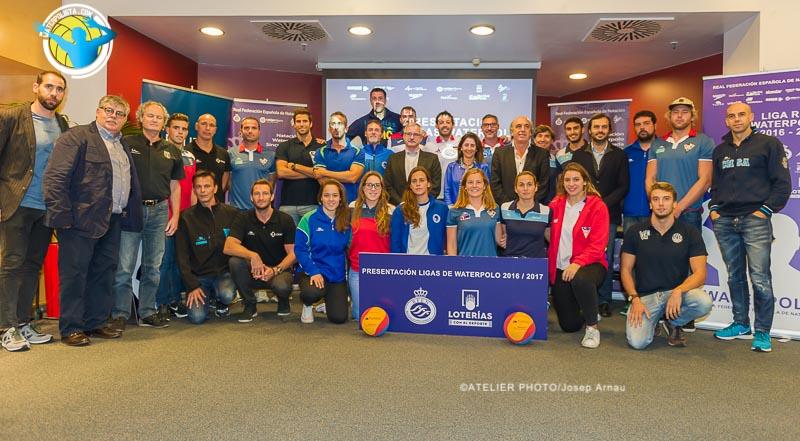 Foto de familia tras la presentación de Las Ligas Nacionales 16/17 / JOSEP ARNAU (ATELIER PHOTO)