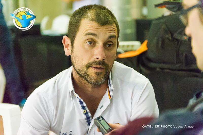 El entrenador dela EWX atendió a WATERPOLISTA.com tras el partido ante  CNSA / JOSEP ARNAU (ATELIER PHOTO)