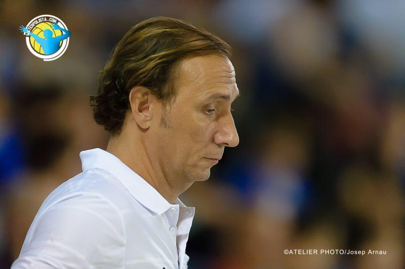 El entrenador del Sabadell durante un compromiso del equipo este año / JOSEP ARNAU (ATELIER PHOTO)